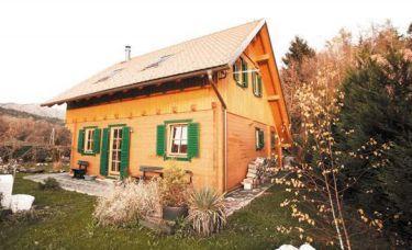 Massives Holzhaus