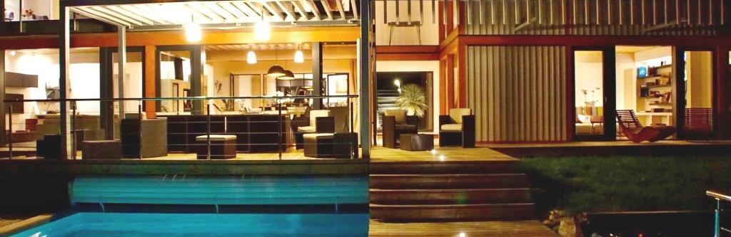 modernes Haus mit viel Glas KAGER