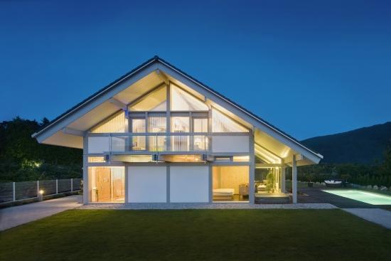 Haus aus Glas und Holz KAGER